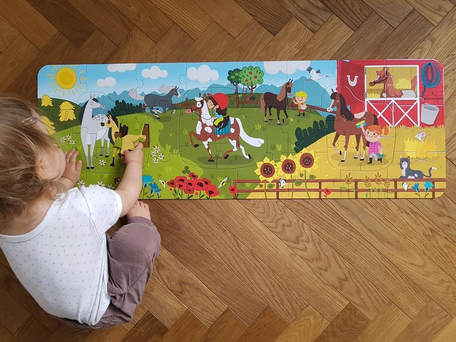 dłuuugie puzzle w stadninie - puzzle dla 2 latka