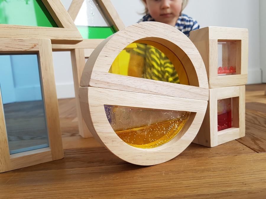 klocki sensoryczne - zabawki dla 2 latka