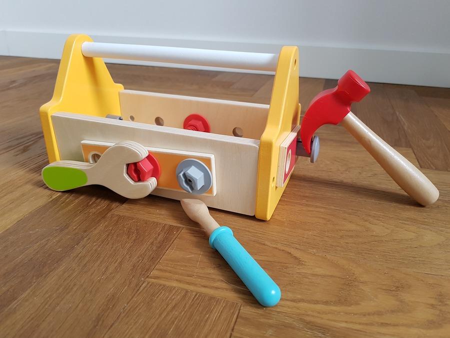 zabawka drewniana skrzynka na narzędzia
